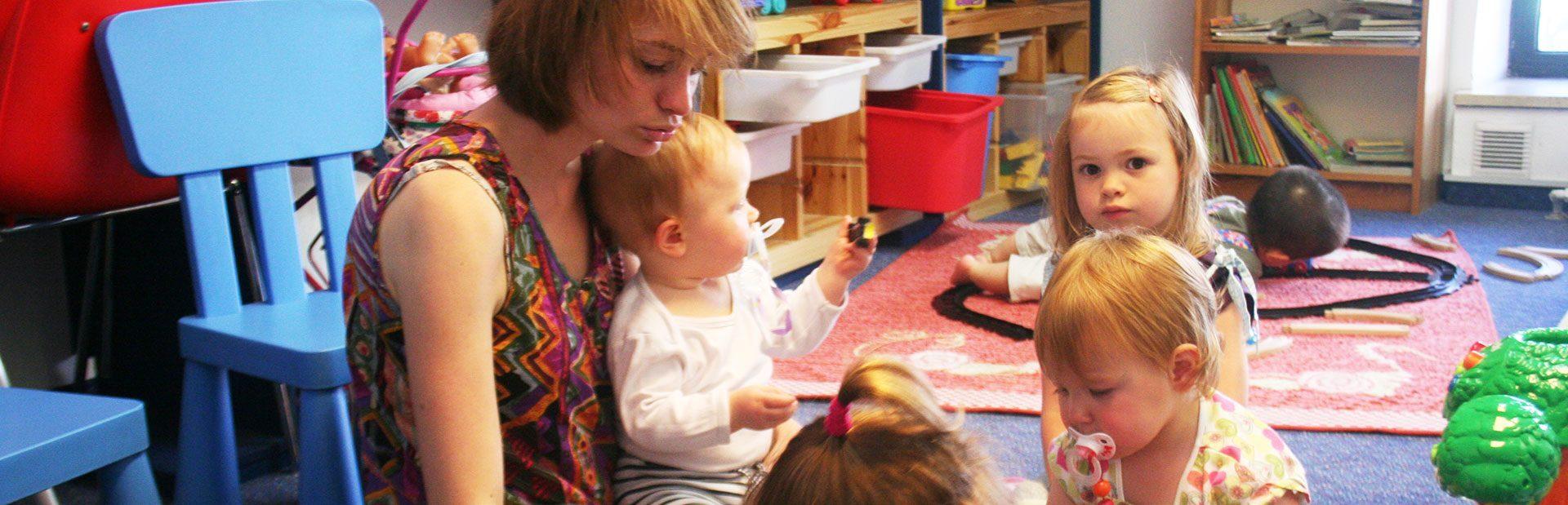 DESK Sprachkursein München und Herrsching, Kinderbetreuung, Babysitting für Eltern im Unterricht